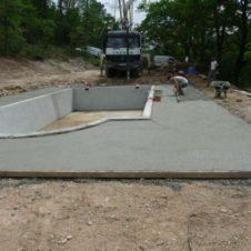 Maçonnerie Deves Frères - Construction d'une piscine et dalle de margelles