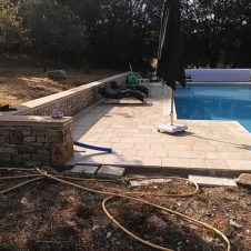 Maçonnerie Deves Frères - Construction d'une piscine et margelles