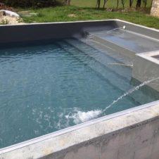 Maçonnerie Deves Frères - Construction d'une piscine et de son escalier