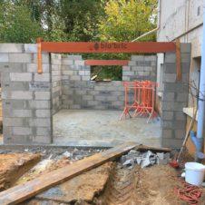 rénovation d'un garage, les murs sont presque terminés